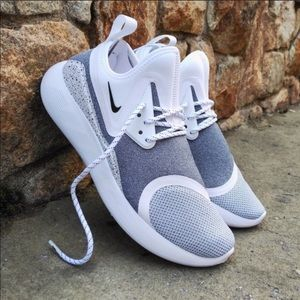 ✔️ New✔️ NIKE Lunarcharge Essential ~ size 11